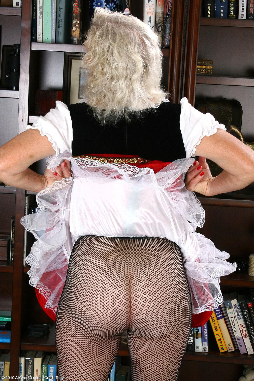 Эротика у старушки под юбкой 7 фотография