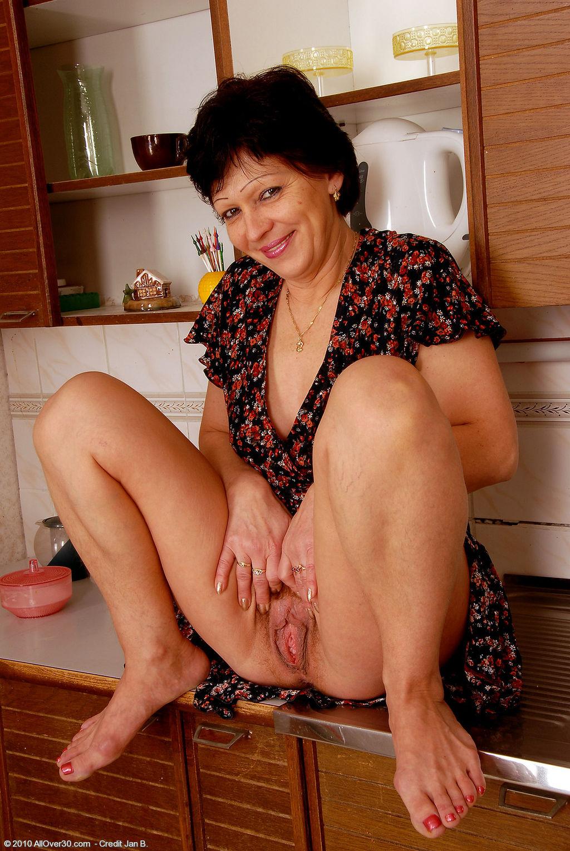 Секс с голой домохозяйкой