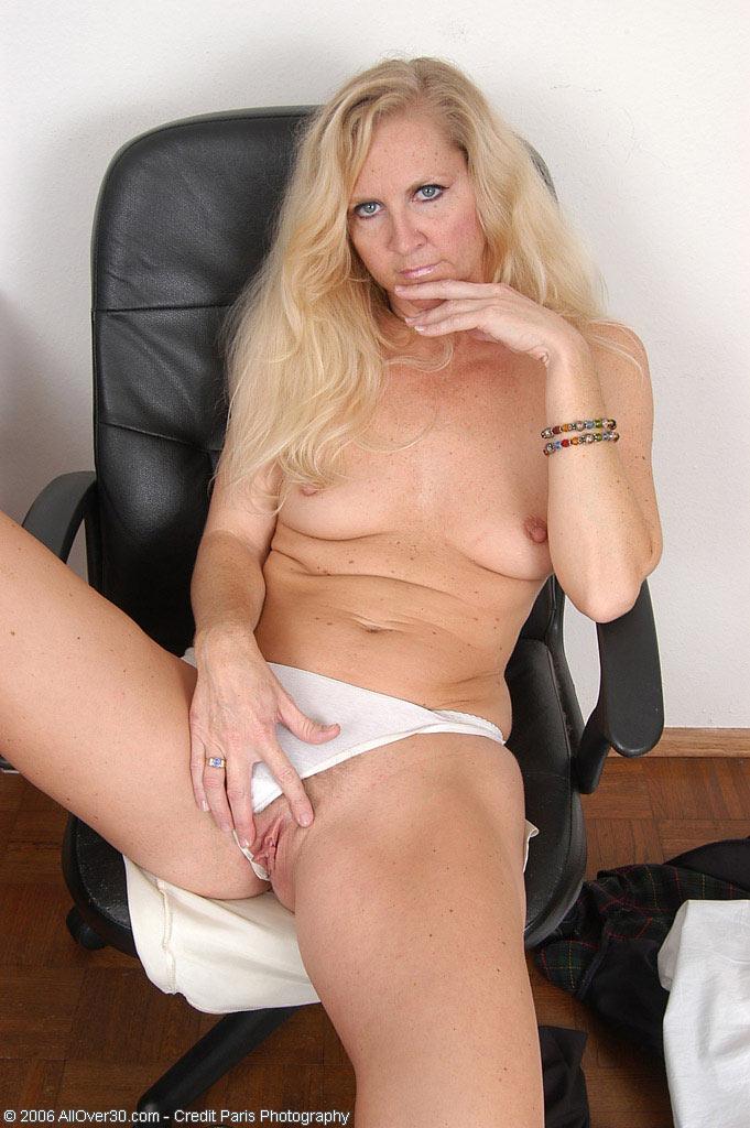 голые секретарши возрасте фото бесплатно